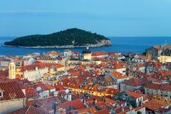 Adriatisches Meer und alte Stadt mit Heilig-Blaise-Kirche Dubrovnik Lizenzfreies Stockbild