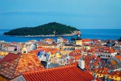 Adriatisches Meer und alte Stadt mit Kirche Dubrovnik St. Blaise Lizenzfreies Stockbild
