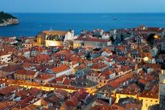 Adriatisches Meer und alte Stadt spät, wenn Dubrovnik geglättet wird Lizenzfreie Stockbilder