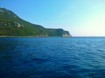 Adriatisches Meer und Berge Überraschendes Montenegro Lizenzfreie Stockbilder