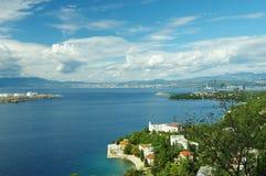 Adriatisches Meer und der bewölkte Himmel Stockfotografie