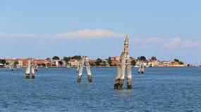 adriatisches Meer und der Glockenturm von Burano eine Insel im Venet Lizenzfreies Stockfoto