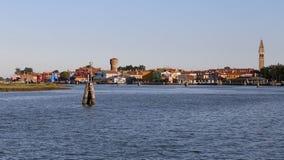 Adriatisches Meer und die Insel von Burano mit bunten Häusern und t Stockbilder
