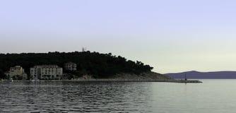 Adriatisches Meer und Hotel Osejava in Makarska, Kroatien Lizenzfreies Stockfoto