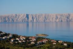 Adriatisches Meer und Krk-Insel Stockfotos