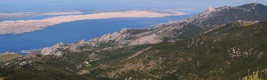 Adriatisches See- und VelebitGebirgszug in Kroatien Stockfotografie