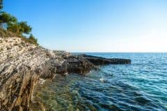 Adriatisches Seeküstenlinie in Kroatien Stockfotografie