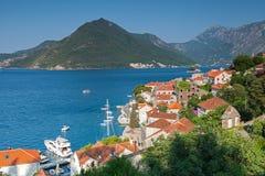 Adriatisches Seeküstenstadtlandschaft. Perast Stockbild