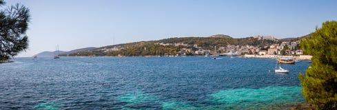 Adriatisches Seelandschaft an Hvar-Dorf, Kroatien Stockfotos