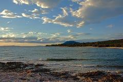 Adriatisches Seelandschaft im Abendlicht Lizenzfreie Stockfotografie
