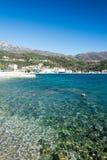 Adriatisches Seestrand am sonnigen Tag Lizenzfreie Stockfotografie