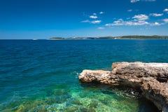 Adriatisches Seeszenische Ansicht. Kroatische Küste Stockfotografie