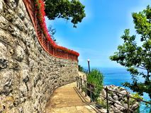 Adriatiska havet klippa Arkivbilder