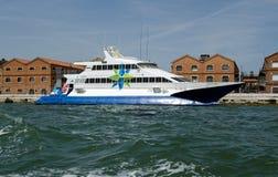 Adriatiska havet linjer katamaranfärja, Venedig Arkivfoto