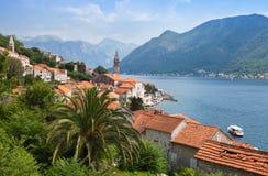 Adriatiskt hav. Kuststadlandskap. Perast Royaltyfria Foton