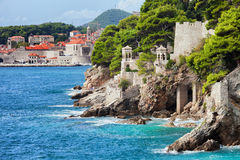Adriatiskt havkustlinje i Dubrovnik royaltyfri foto