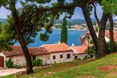 Adriatiskt havsikt på Rovinj royaltyfri foto