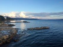 Adriatycki Dennego wybrzeża zmierzch z chmurami obraz stock