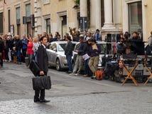 Adrien Brody som filmar den tredje personen, i Rome Royaltyfri Bild
