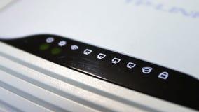 ADSL-modem en het punt van de wifitoegang in werkende staat stock footage
