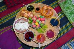 Aduana antigua de pintar los huevos de Pascua Foto de archivo libre de regalías