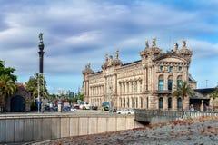 Aduana De Barcelona, altes Gewohnheitserrichten entwarf durch Sagnier I Villavecchia, der in der neoklassischen Art errichtet wur Stockfotografie