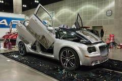 Aduana de Chrysler 300 en la exhibición Foto de archivo