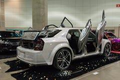 Aduana de Chrysler 300 en la exhibición Imagen de archivo libre de regalías
