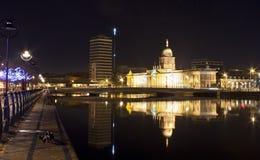 Aduanas, Dublín por noche Fotos de archivo libres de regalías