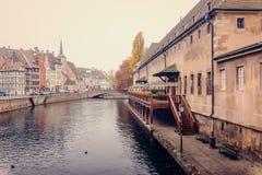 Aduanas viejo (douane de Ancienne) el río enfermo en Estrasburgo Fotografía de archivo libre de regalías
