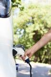 Ładuje bateria elektryczny pojazd Zdjęcia Stock