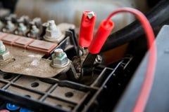 Ładuje samochodowa bateria Fotografia Royalty Free
