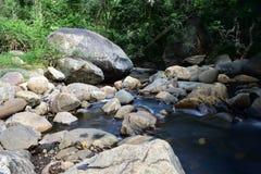 Adukamm瀑布和Pambar河 免版税库存照片