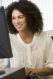adult computer mid woman working στοκ εικόνες με δικαίωμα ελεύθερης χρήσης