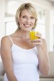 adult drinking juice mid orange woman Στοκ φωτογραφίες με δικαίωμα ελεύθερης χρήσης