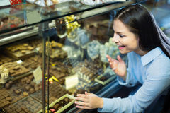 Adult girl buying chocolate Royalty Free Stock Images