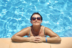 Adult woman relaxing on the swimming pool Royalty Free Stock Photography