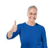 Adulte mûr montrant des pouces  Photo libre de droits