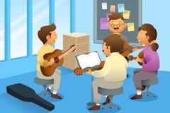 Adultes dans une classe de guitare Photographie stock