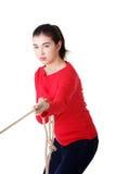 Adultl Frau, die ein Seil zieht Lizenzfreie Stockfotos