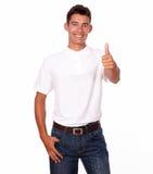 Adulto atractivo joven que hace una muestra aceptable del finger. Imágenes de archivo libres de regalías
