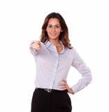 Adulto bastante joven en blusa que señala en usted Imágenes de archivo libres de regalías