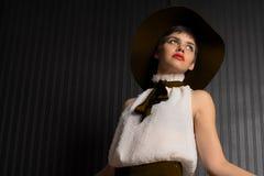 Adulto de moda atractivo de los jóvenes del nativo americano Imágenes de archivo libres de regalías