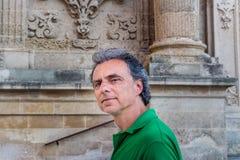 adulto entre los palacios del Barroco de Lecce Fotografía de archivo
