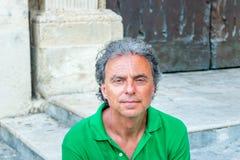 adulto entre los palacios del Barroco de Lecce Imágenes de archivo libres de regalías