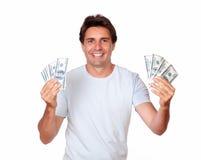 Adulto hispánico de Charmismatic que sostiene el dinero del efectivo Imagen de archivo