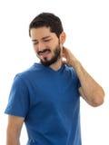 Adulto joven con dolor en el cuello Manos en la parte posterior del cuello Imágenes de archivo libres de regalías