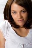 Adulto joven. Hembra. Brunette, ojos azules. Imagenes de archivo