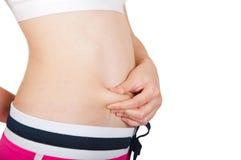 Adulto joven que controla su grasa del vientre Fotos de archivo libres de regalías