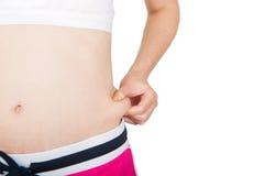 Adulto joven que controla su grasa del vientre Fotografía de archivo